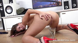 Irregular pissing girl Jenifer Jane is drinking urine for the first time