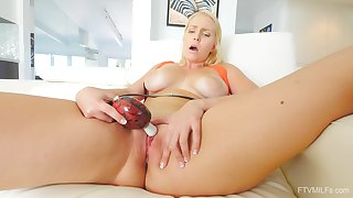 Amateur solo video of busty blondie Vanessa playing with their way puss