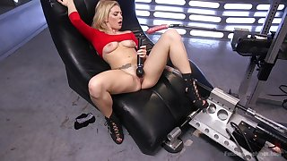 Crazy hardcore machine making out for foxy siren Dahlia Sky